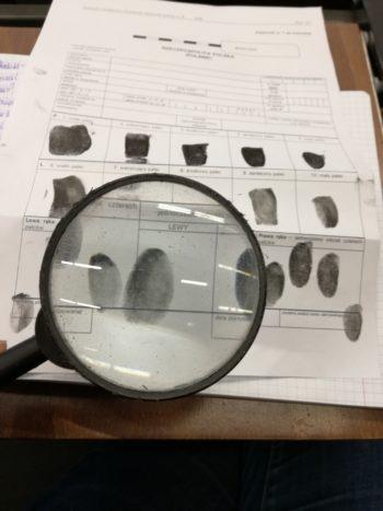 Ślady daktyloskopijne – podstawowe informacje